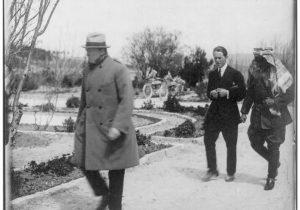 Черчилль, Абдалла и Лоуренс в саду Августа Виктории
