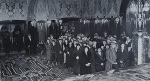 Очередь за билетами в амстердамский кинотеатр Тушински, 1937 г.
