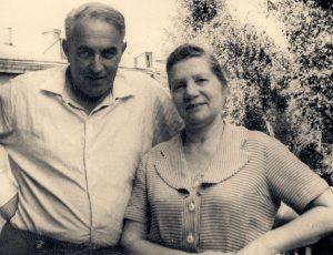 Папа и мама на нашем киевском балконе