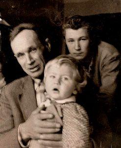 Виктор Филиппович Кондратьев с нашим годовалым сыном и со своим младшим сыном Валюшей