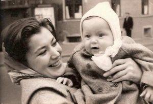 Кюнна Николаевна Игнатова с сыном Петей. Мой снимок @1962 года