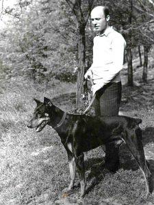 Доберман-пинчер Атос с человеком, который потом его предаст